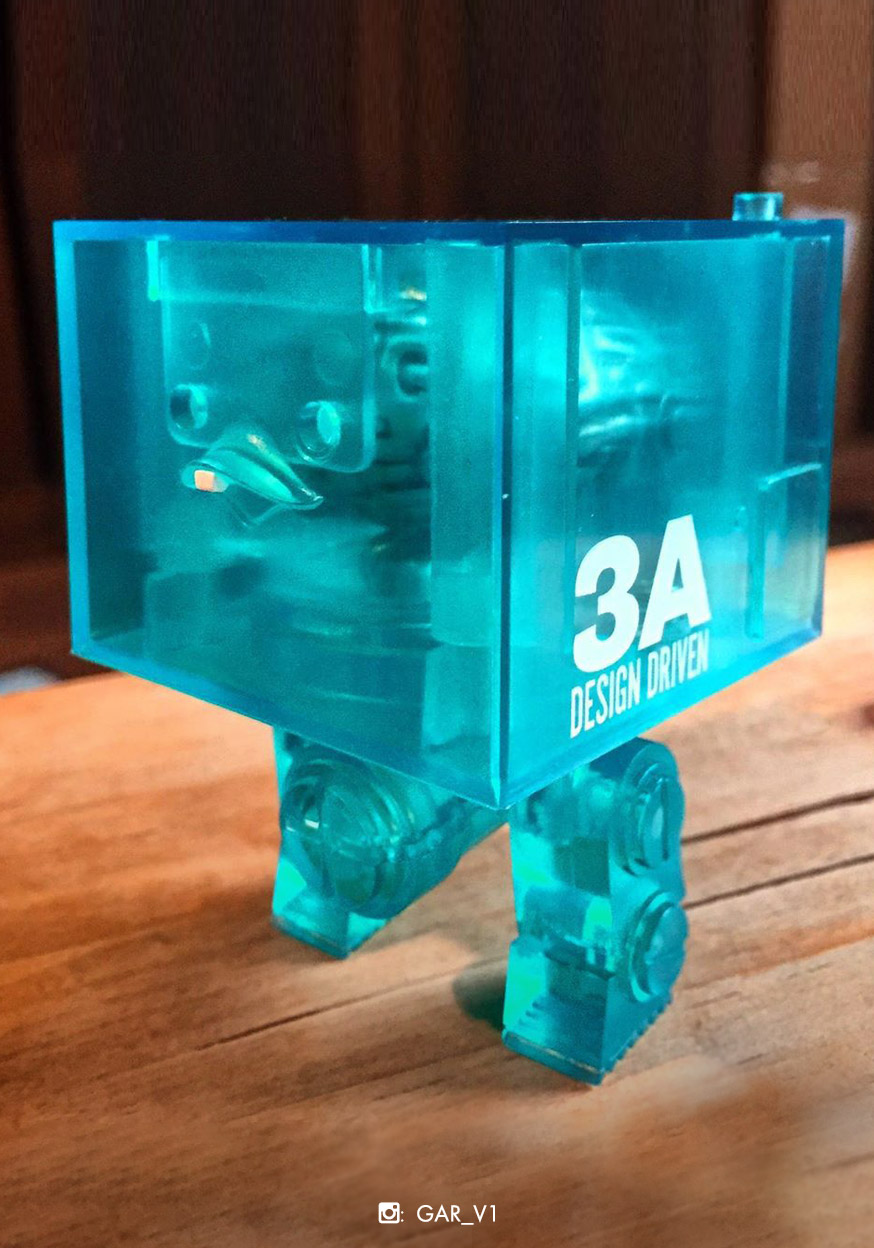 square-brains-on-show-clear-r1-blue